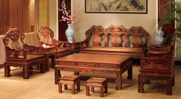 红木家具继承了明清古典家具的传统,保持了古代的优美造型和艺术风格